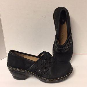 Softspots Lennox black clogs